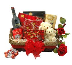 Holiday Romance Basket - Sweet-Baskets on www.flowerstoukraine.com